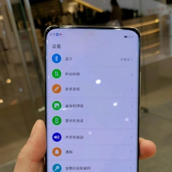Oppo móvil con cámara debajo de la pantalla